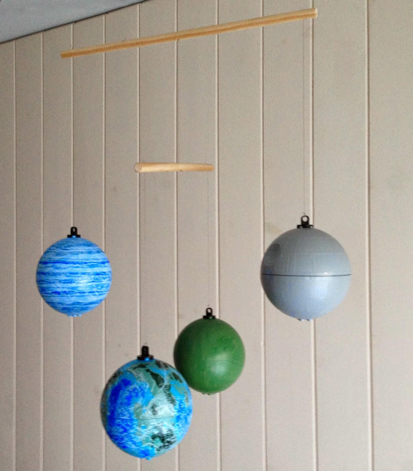 Por si te ayuda hacer un m vil de techo con planetas lego - Moviles de techo ...