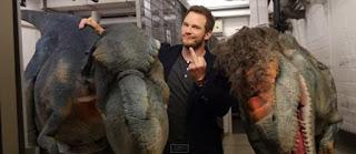 Chris Pratt, o domador de dinossauro de Jurassic World, foi atacado por dinossauros; mas passa bem