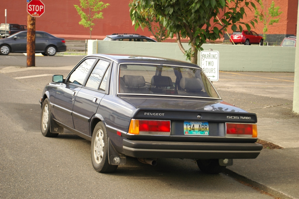 OLD PARKED CARS.: 1987 Peugeot 505 Turbo S.
