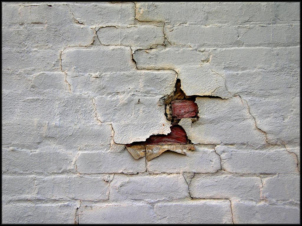tường cũ