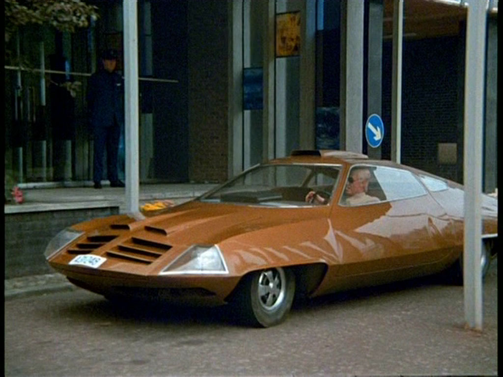 The Petrol Stop: Commander Strakers UFO Car