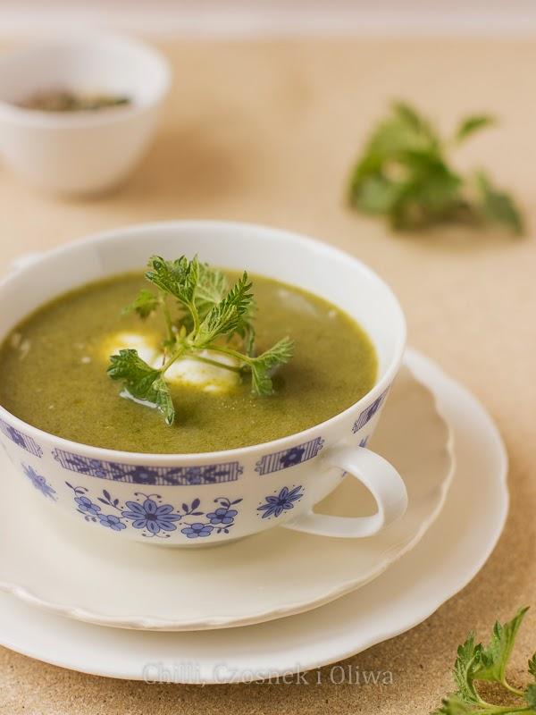 zupa z młodej pokrzywy i rukoli