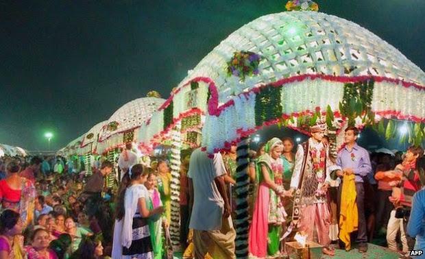 Mahesh Savanie gold trader present huge fund for 111 mass marriage for fatherless brides