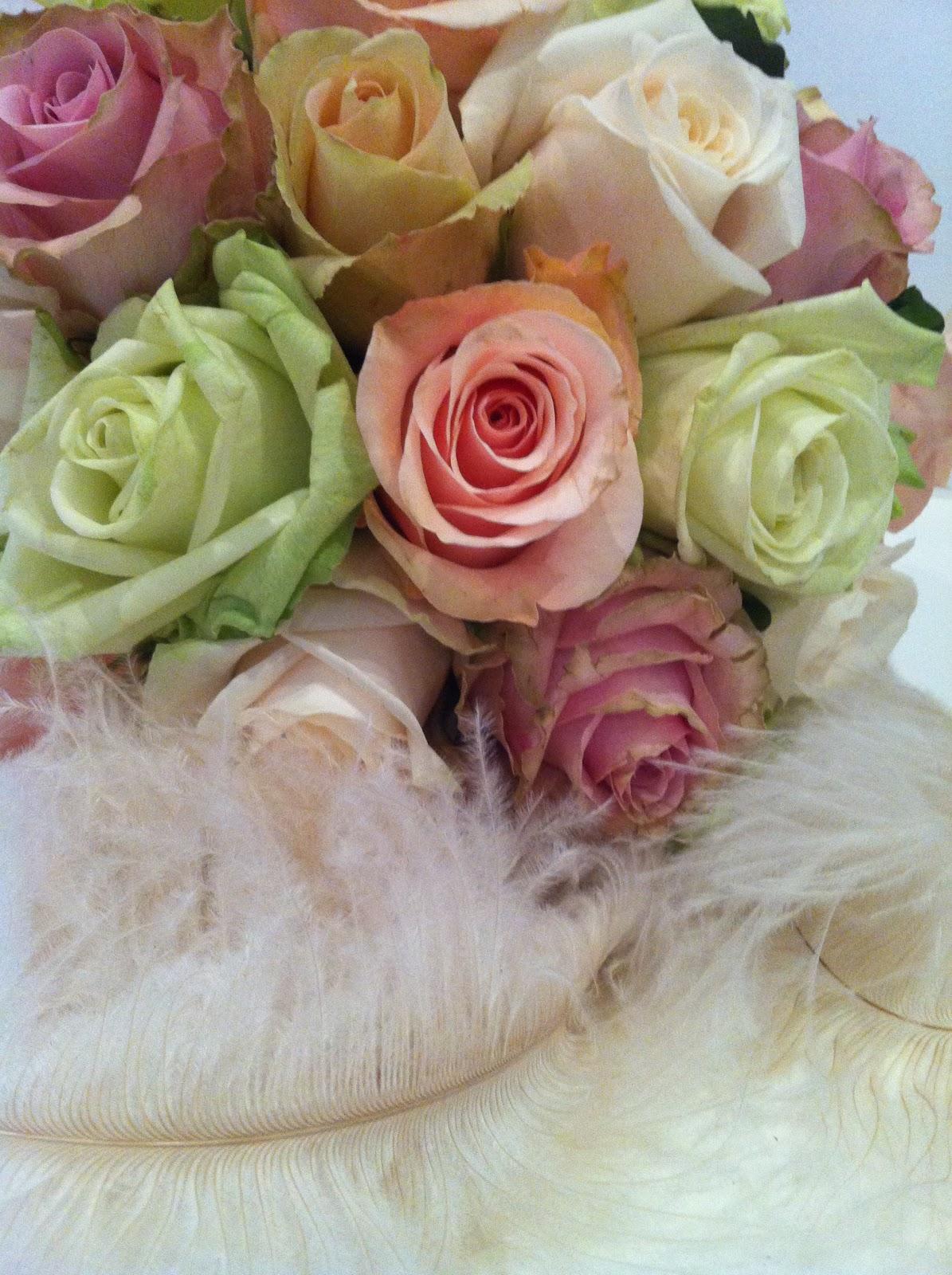 brudebuket hvid roser enkelt