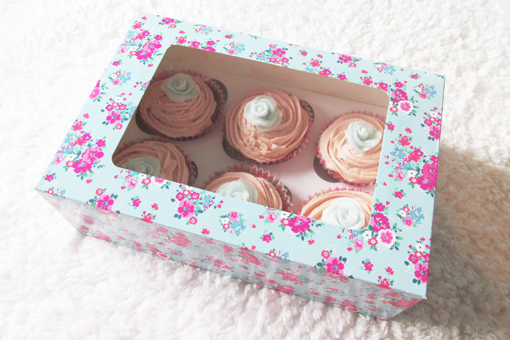 floral cupcake box, cupcake boxes, cupcake gift idea, mothers day cupcakes, cupcakes, cupcake decorating, cake baking, cupcake recipe, floral cupcakes, pretty cupcakes for mothers day