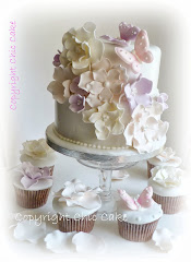 Piccola Wedding cake con Cupcake