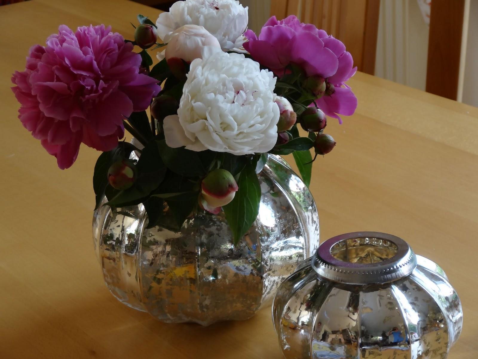 bodenseewellen pfingstrosen in der vase. Black Bedroom Furniture Sets. Home Design Ideas