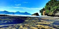 Pantai Pelang Panggul Trenggalek yang Malang
