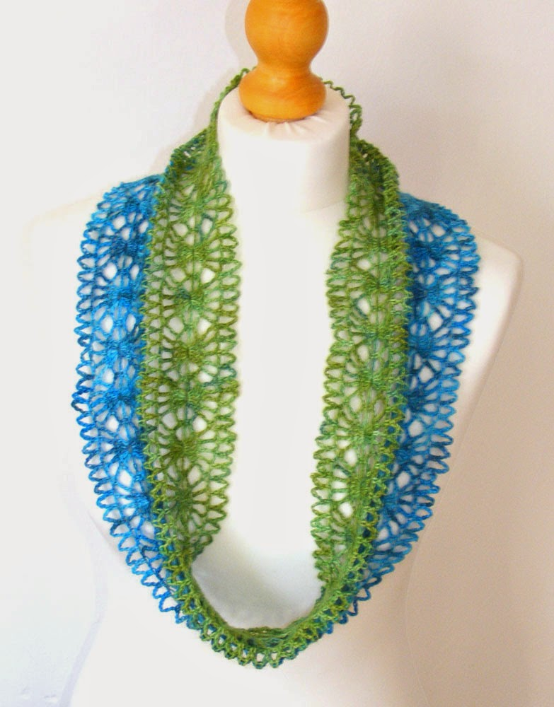 Free pattern for infinity or moebius scarf