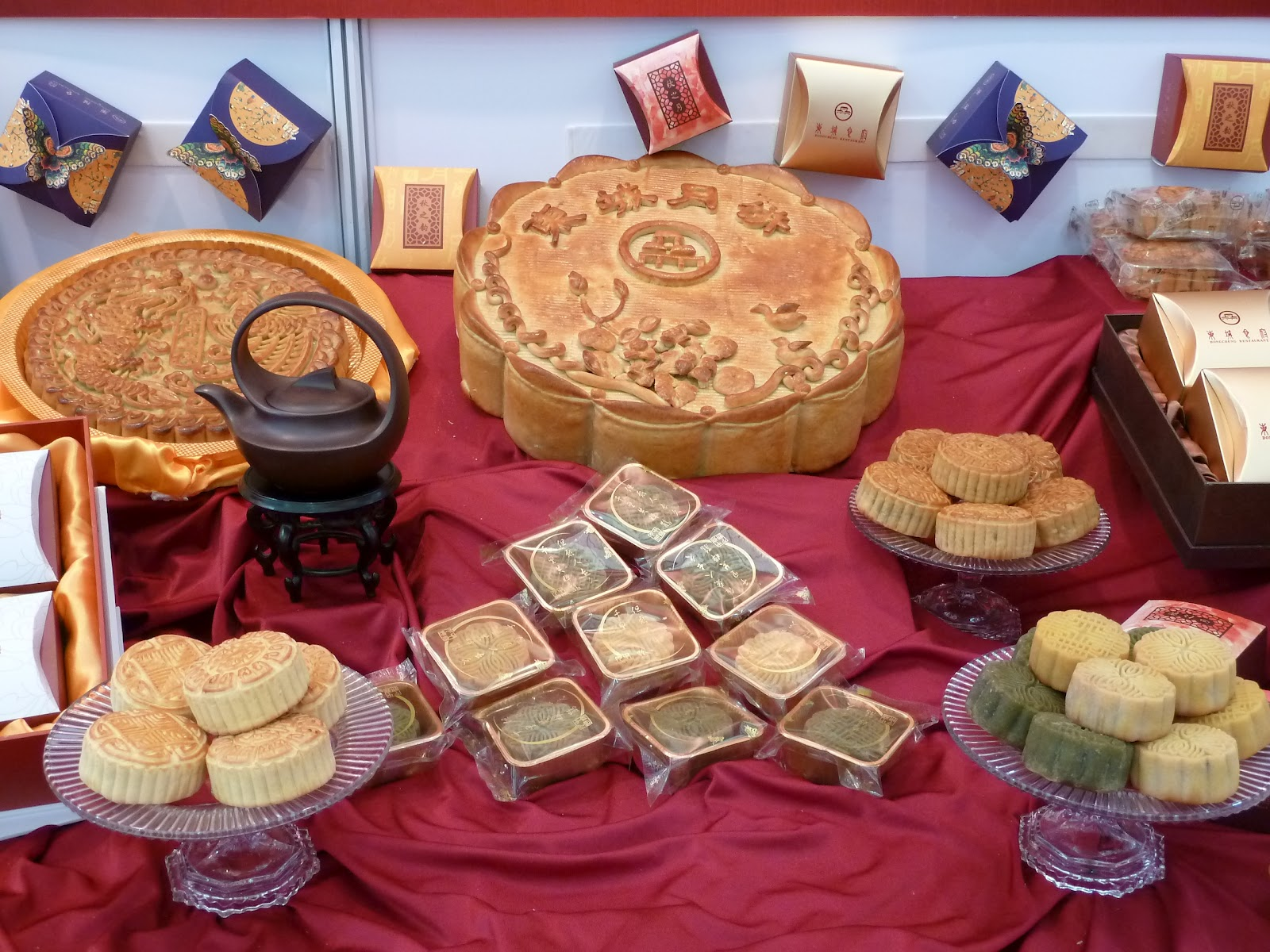 A thousand reasons moon cakes the legend of the mid autumn festivals another famous legend associated with the mid autumn festival is the story of the ten suns and the lady of the moon you can listen to one version of the kristyandbryce Choice Image