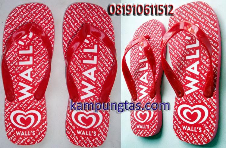 Pembuat sandal Bandung