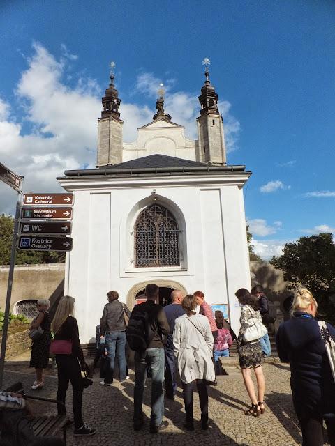 Вход в Костницу