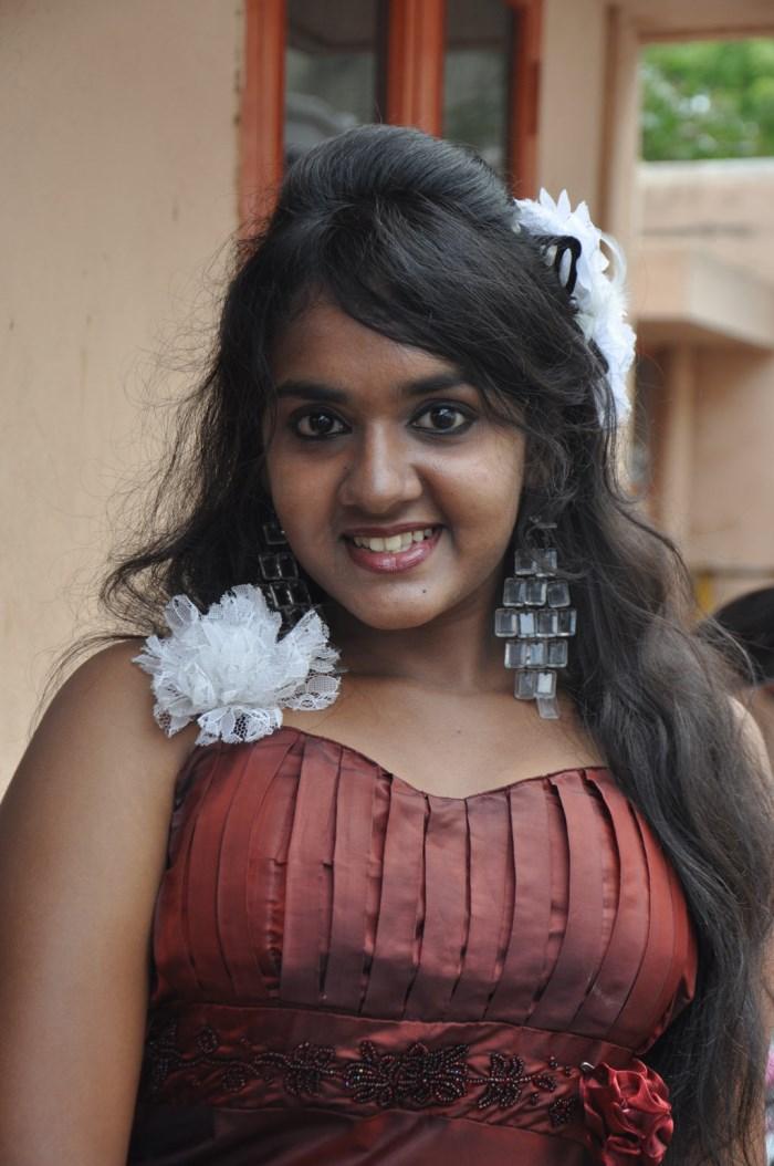 Tamil Actress Sahana Hot Stills - MASALA GALLERY