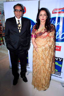 Dharmendra & Hema Malini on the sets of 'Indian Idol 6' - Esha Deol