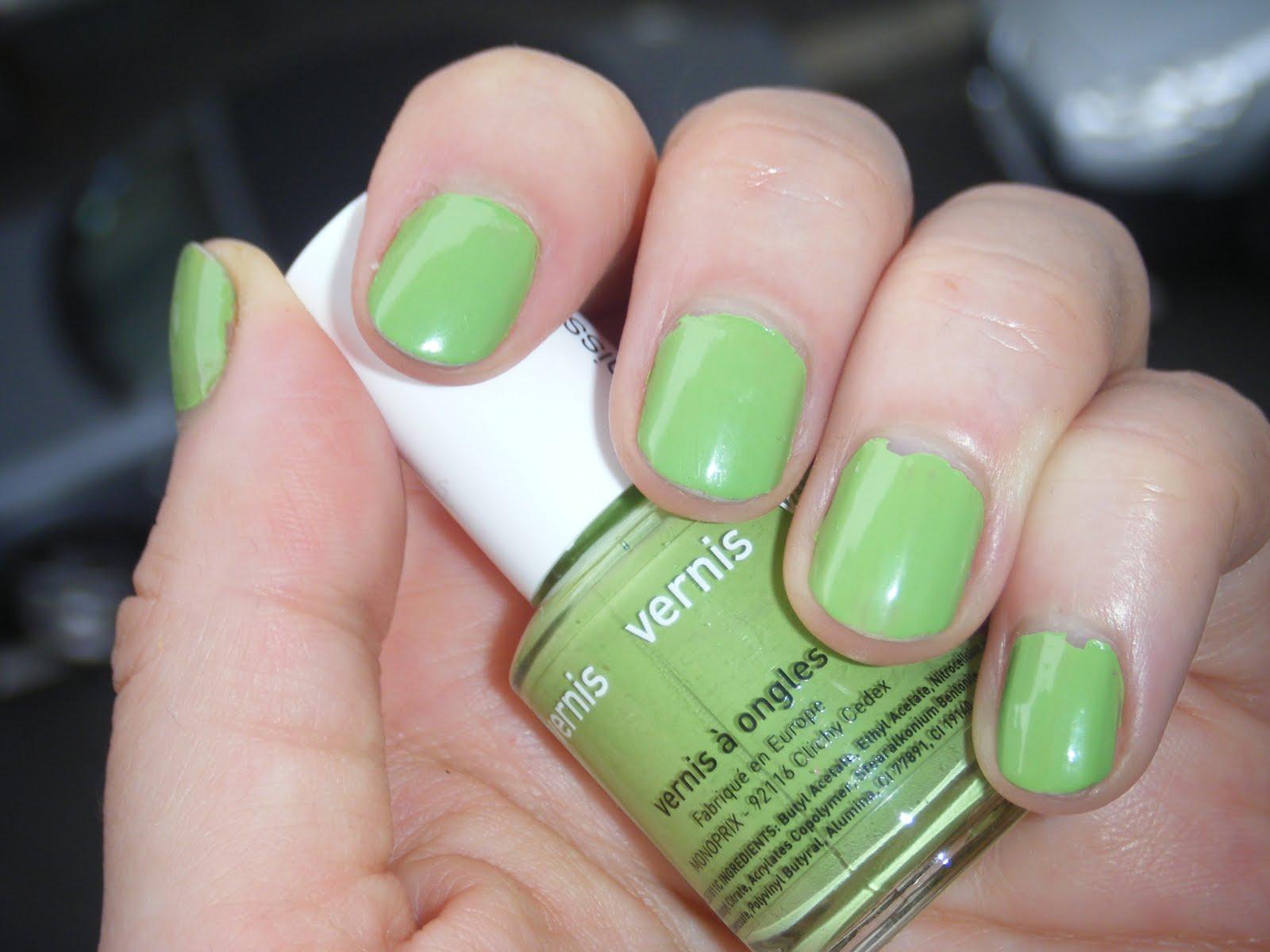 Journal d 39 une beauty paresseuse le cas du vernis vert pomme on aime ou - Couleur avec le vert ...