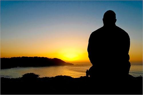 Ảnh cô đơn trước biển