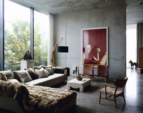 INSPIRATION. FUR, WOOD, GLASS AND WHITE
