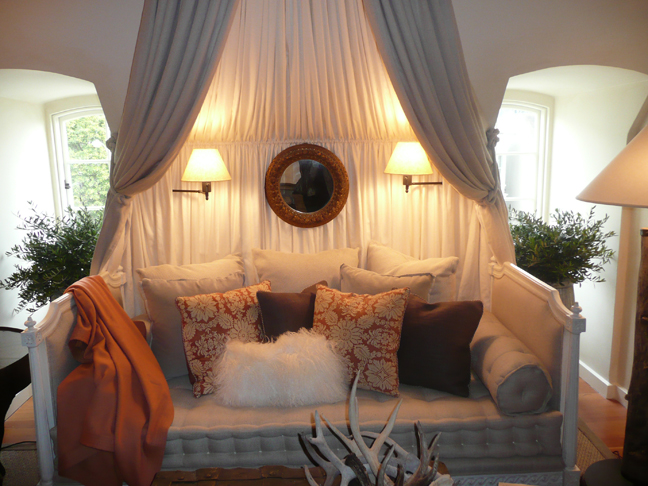 Canopy Living Room : Don t just design the dressed daybed