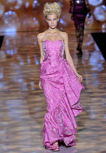 Розово-лилава рокля с голям волан<br />на Badgley Mischka