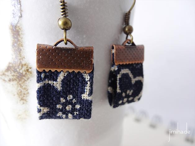 Boucles d'oreilles en tissu japonais, imprimé grandes fleurs bleu marine