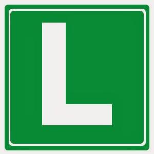 Letrero que indica conductor novel que acaba de terminar las prácticas