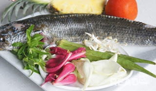 Sour Soup with Snakehead Fish Recipe (Canh Chua Cá Lóc) 1
