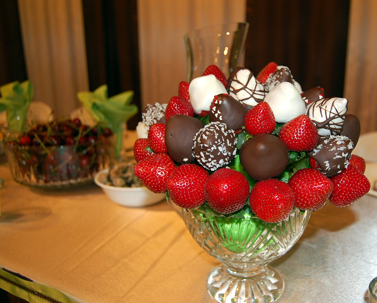 One Sunny Home: DIY: Fancy Chocolate-Covered Strawberries