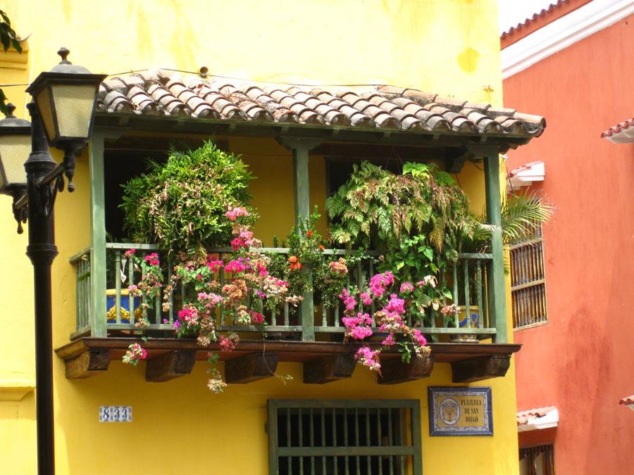 le club d co 39 zeuses d 39 art mon petit coin de paradis balcon et terrasse mini qui jettent un max. Black Bedroom Furniture Sets. Home Design Ideas