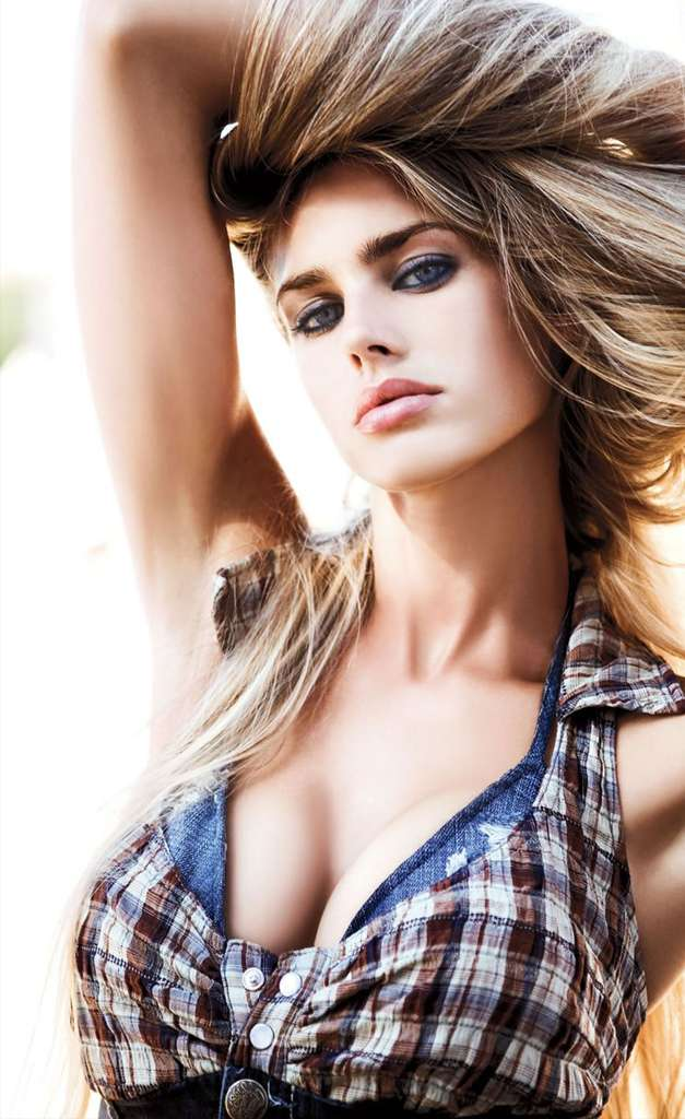 Vanessa Hessler Is Glamour Model