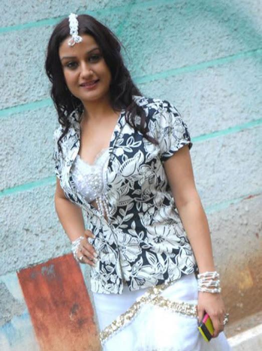 sonia agarwal actress pics