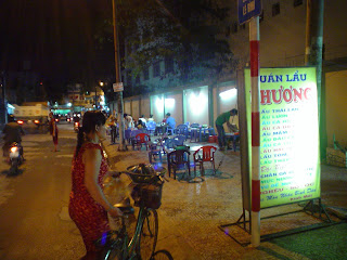 Via bancarella di cibo. Ho Chi Minh Città. Vietnam