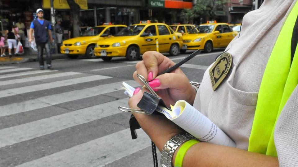 Talonario y chapa de Policía de Tránsito