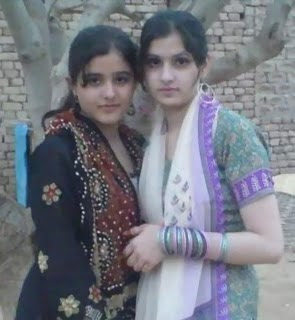 Cute Pakistani College Girls Picture Gellery3