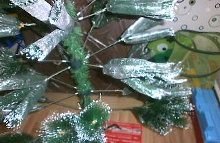 Процесс сборки новогодней ёлки