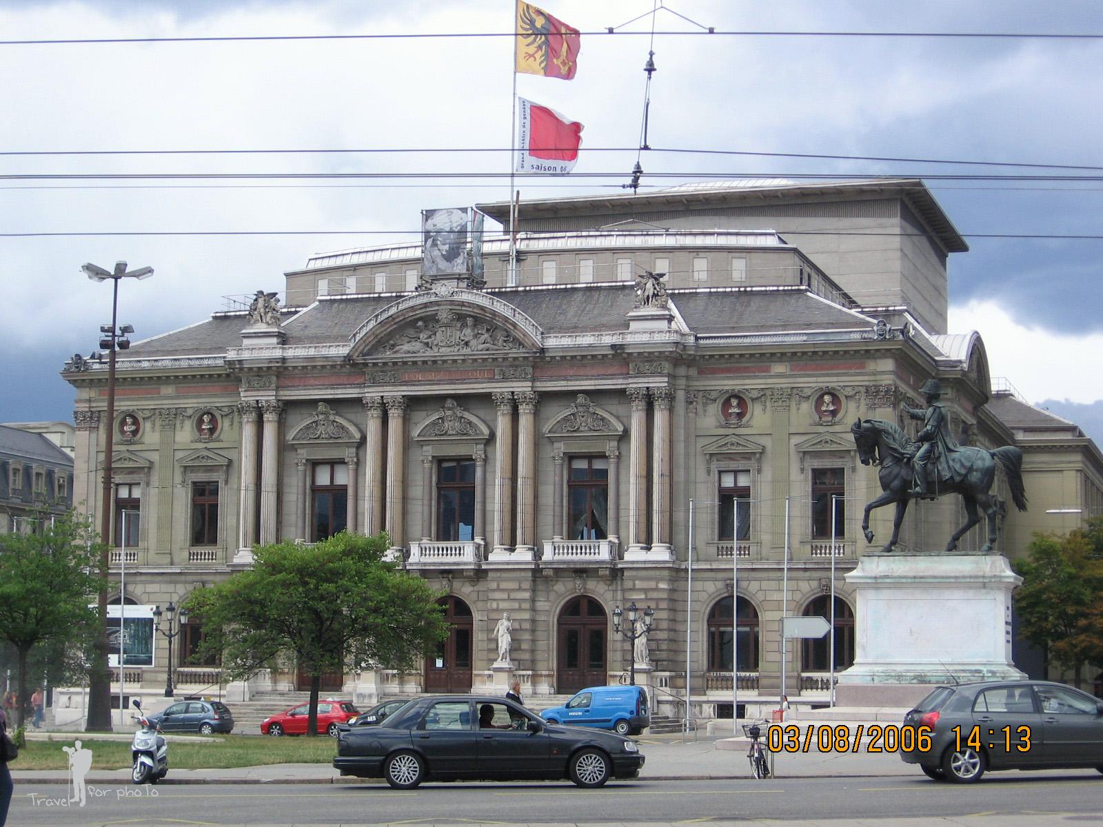 Statuia lui Henri Dufur si Teatrul din Geneva