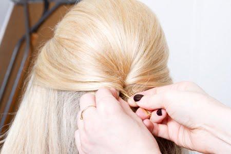 повдигане на косата и закрепяне с фиба