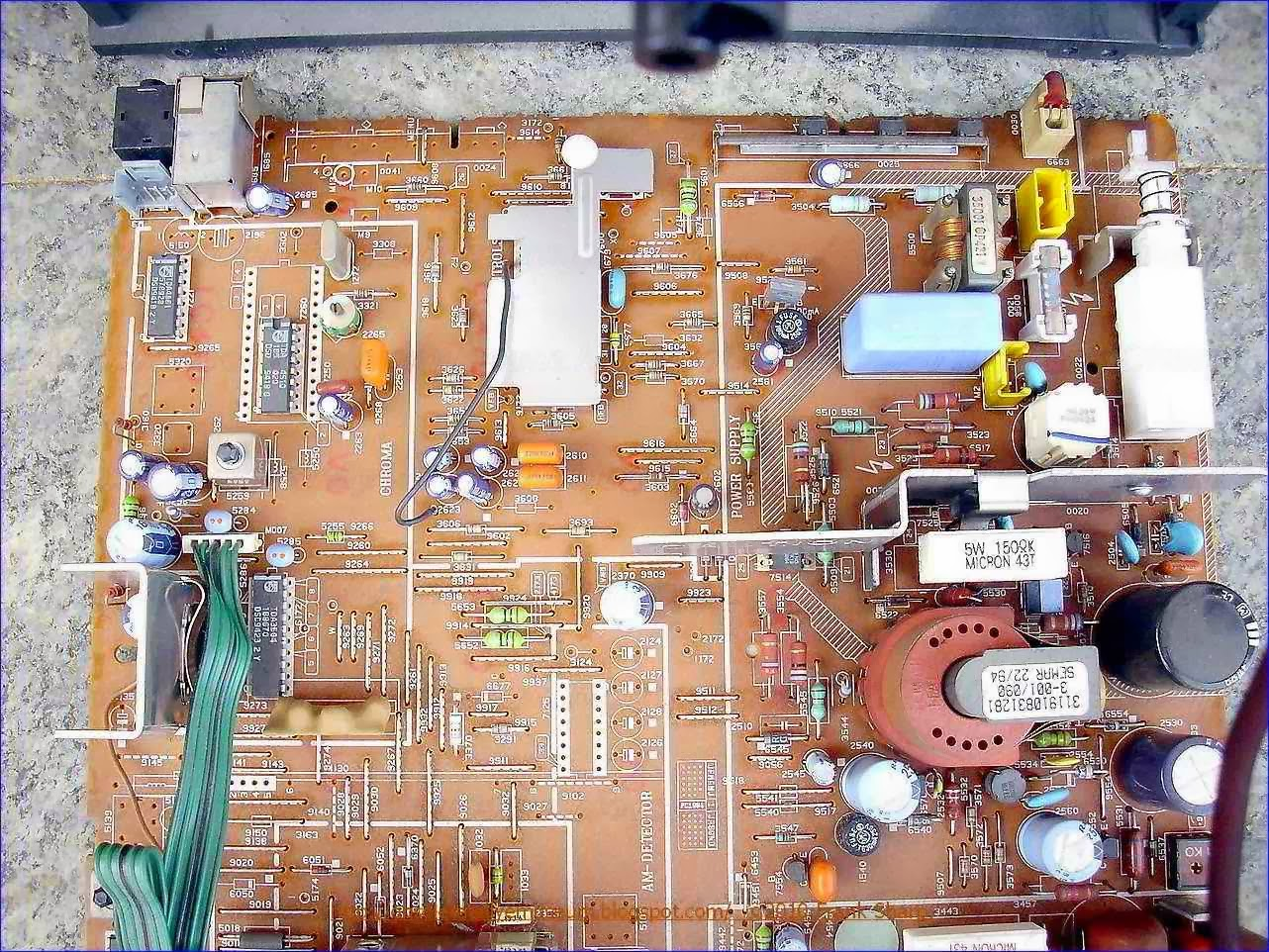 Obsolete Technology Tellye Philips 14pt135a 00 Philetta Chassis Parallel Lc Circuit Http Electronicsclubforengineersblogspotcom The Is Protected From Overvoltage This Ensured By A Thyristor Which Formed Pnp Transistor Tr6 And An Npn Tr7 Anode Of