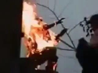 video: perempuan india aksi protes bakar jilbab, di adzab, dibakar allah swt