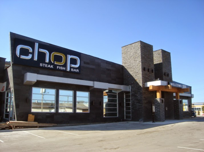 modern exterior design wonderful restaurant 715x536 modern italian restaurant exterior design ferraros light nevada 800x532