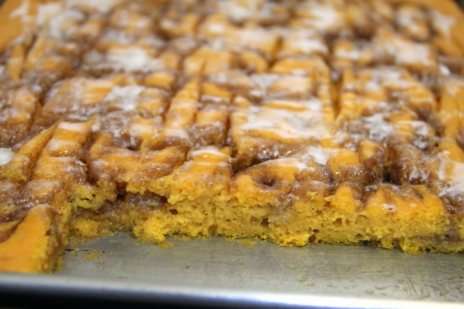 Cinnamon Roll Pumpkin Vanilla Sheet Cake Recipe