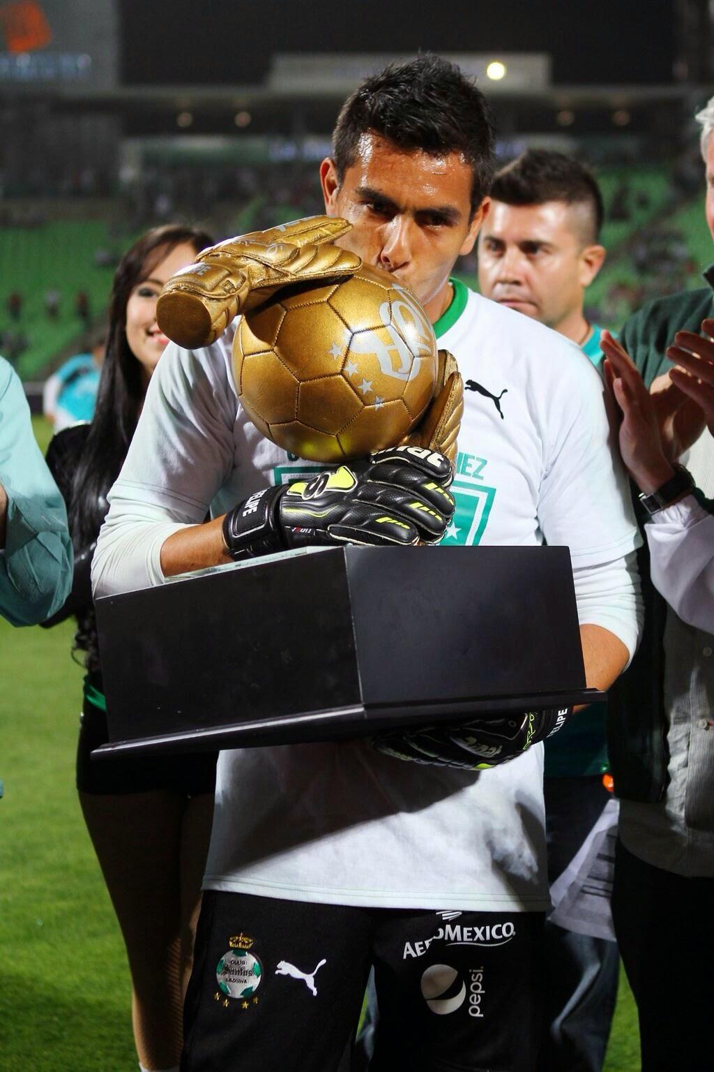 a645a2467 Aquel joven que con una maleta cargada de ilusiones algún día se aventuró a  buscar una oportunidad dentro del fútbol profesional en México como lo  hacen día ...