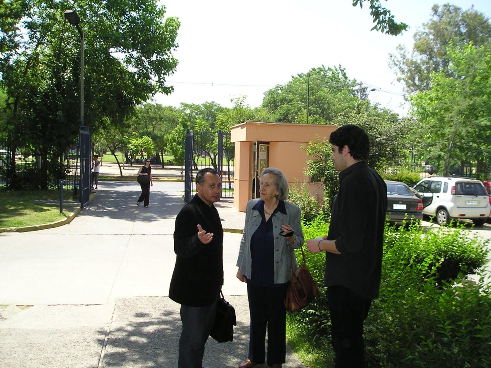http://2.bp.blogspot.com/-UD6CAofKXP4/UApEDV_fEwI/AAAAAAAAFq8/9f1kT669OZ8/s1600/Adolfo+Vasquez+Rocca+y+Profesora+Carla+Cordua+.jpeg