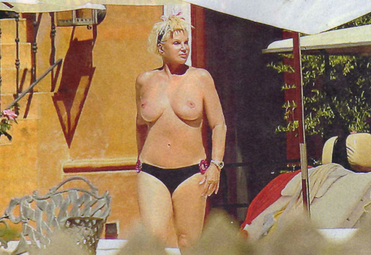 http://2.bp.blogspot.com/-UDOM1Z1GgnY/Twd9eAN8ZII/AAAAAAAAB7g/EOJS3xCRxnA/s1600/Susana+topless.jpg