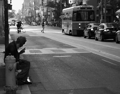 Το πείραμα που έλυσε το πρόβλημα της φτώχειας