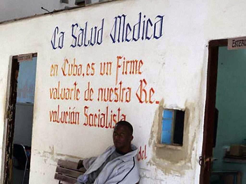 Nível da medicina cubana não justifica tanta transferência de capitais para a ditadura castrista. Posto de atendimento em Cuba