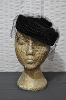 https://www.etsy.com/listing/255644630/50s-vintage-black-velvet-pill-box-hat?ref=shop_home_active_19