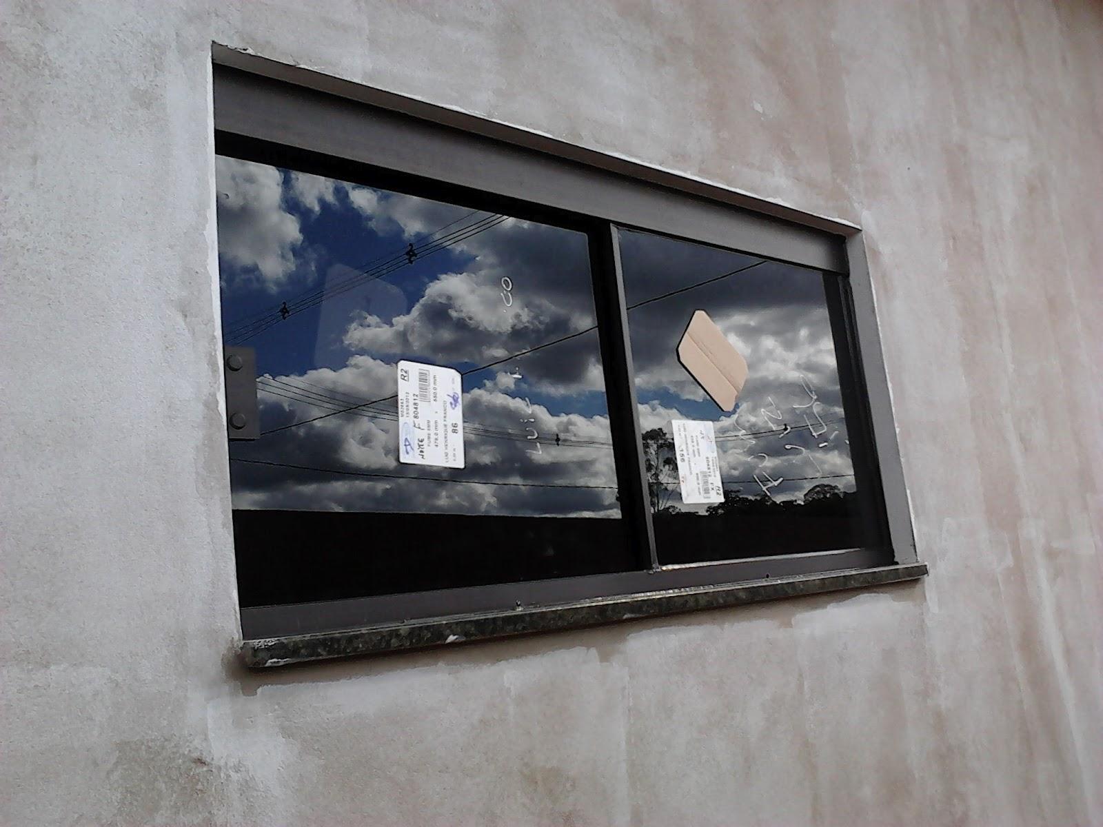 #3D485D Perfil de Instalação em Alumínio na cor Bronze e fechaduras no  1592 Vidros Nas Janelas