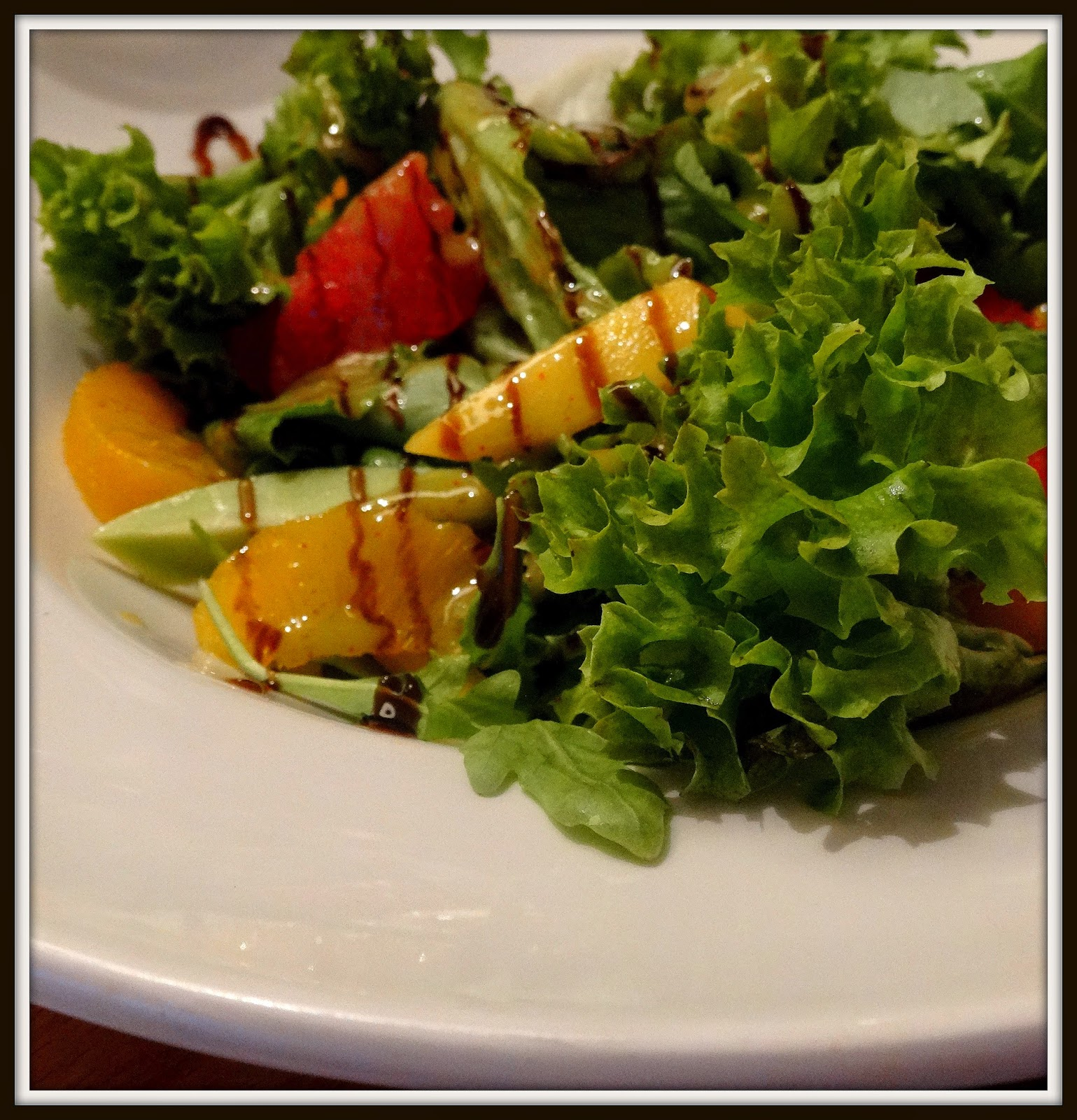 Sałatka z awokado, czerownego grejpfruta, pomarańczy i melona, Pimiento,