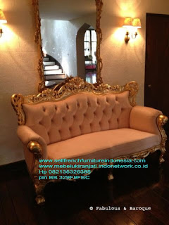 Mebel ukir jati jepara,Sofa ukiran jati jepara,Sofa ukir jepara Jual furniture mebel jepara sofa tamu klasik sofa tamu jati sofa tamu antik sofa tamu jepara sofa tamu cat duco jepara mebel jati ukir jepara code SFTM-22101