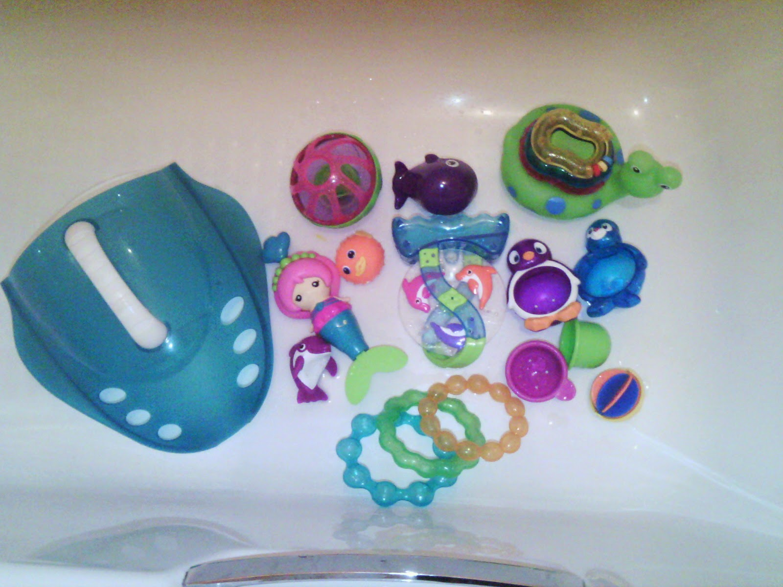 No More Cinderella : Munchkin bath toy review